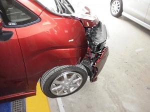 バンパー損傷の車体